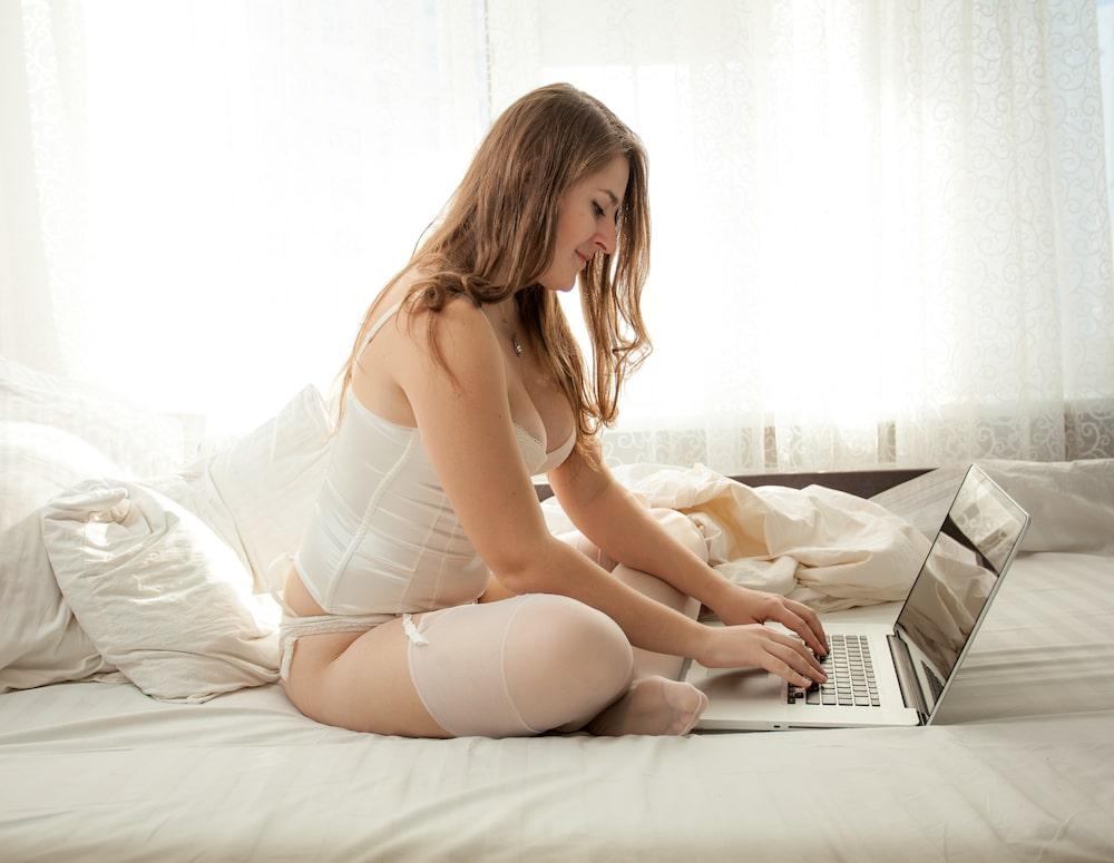 femme ronde et sexy célibataire sur un site de rencontre